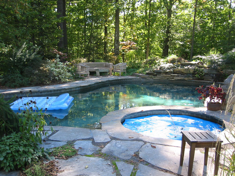Stone patio pictures natural and square cut flagstone patios - Pool patio design ...