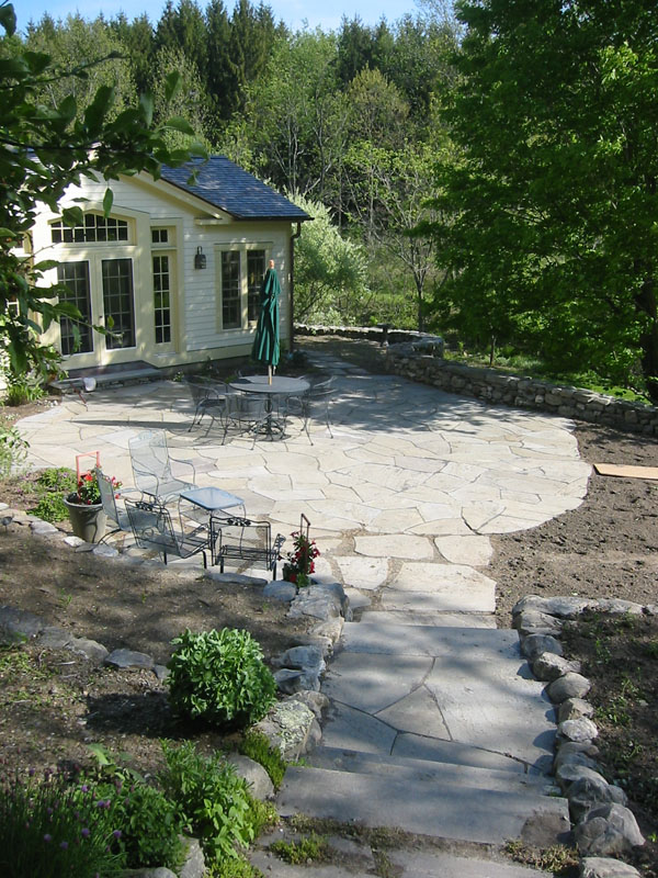 natural flagstone patio with walkway - Flagstone Patio Designs