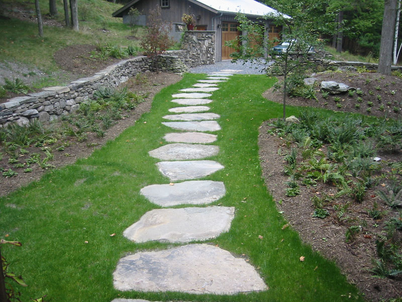 Stone walkway pictures natural square cut and brick for Camino de piedra para jardin
