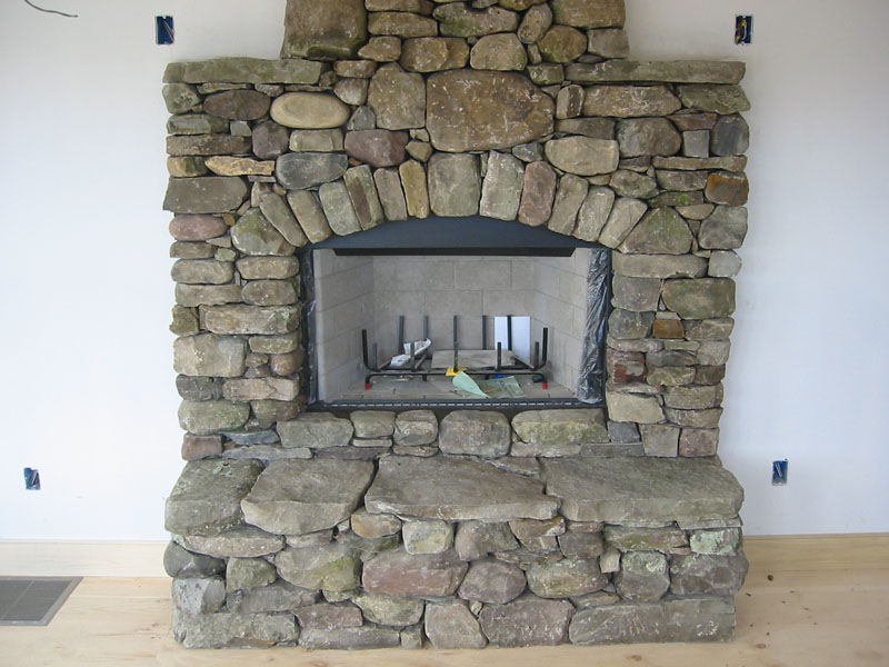 When you are thinking of stone fireplace designs you need to take into account the room itself